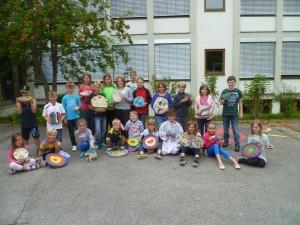 Die Teilnehmer der Ferienaktion 2014 mit ihren Werken