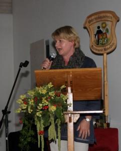 Hannelore Mösl referiert über schattige Bereiche